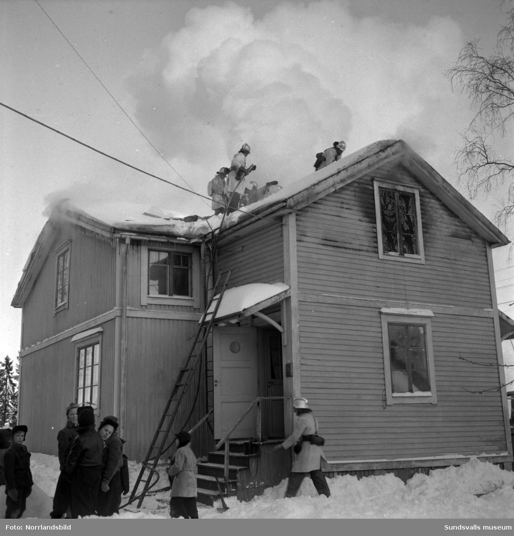 Eldsvåda i ett trähus vid Granmodalsgatan.