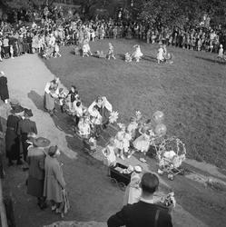 Skansen Barnens dag 1938. Bild över festplatsen tagit en bit