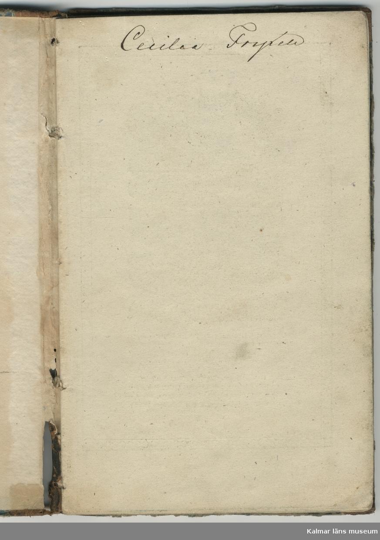 KLM 20863 Skolbok. Pappband med skinnrygg. Lärobok, för att lära sig skriva och läsa. Oldberg, Anders, Hem-Skolan, Barnens bok, Första Cursen. Stockholm 1859. Af Anders Oldberg, Direktör för Folk-Lärare seminarium i Uppsala och Lärare wid H.K.H. Hertigens af Upland, Prins Frans Gustaf Oscars Folk-Skola. Fjerde upplagan. Stockholm, på L.J. Hjertas förlag, Stockholm. tryckt hos Joh. Beckman, 1859. Ägarnamnteckning på första bladet, Cecilia Fryxell.