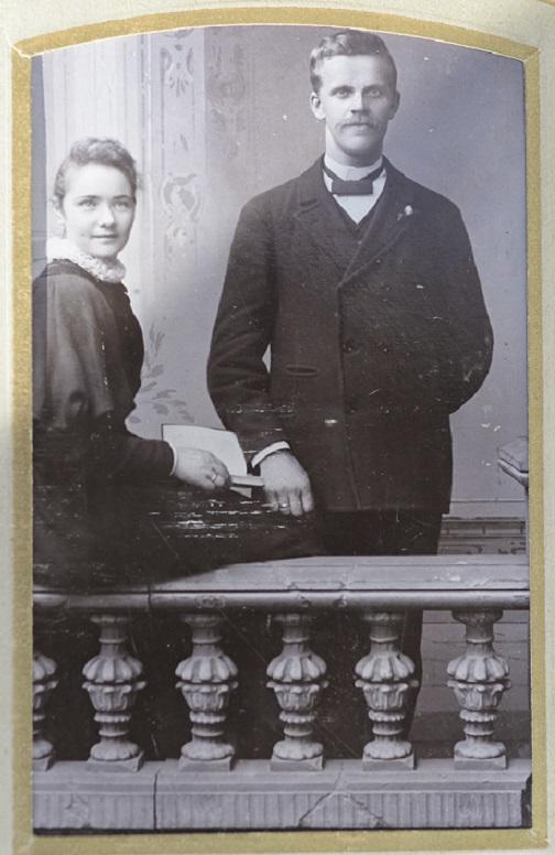 Hans Haakensen og Lovise Karlsdatter som nyforlovet ca 1890.