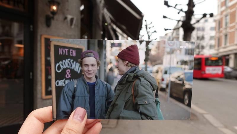 Refoto av et motiv fra serien Skam. Bildet er tatt foran en kafé hvor karakterene Even og Isak møtes i serien. (Foto/Photo)