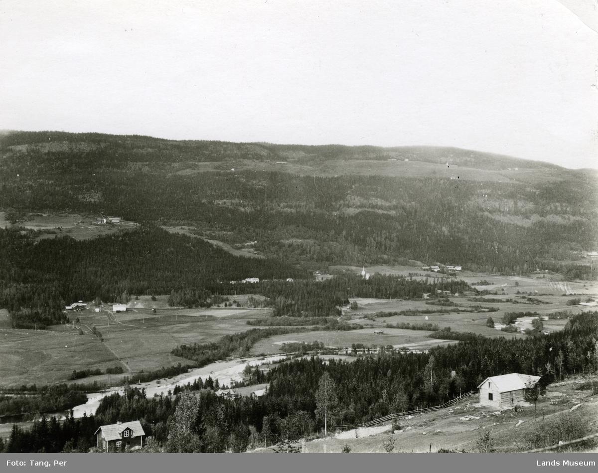 Etnas dalbunn. Nordsinni kirke og Esbjug nedre