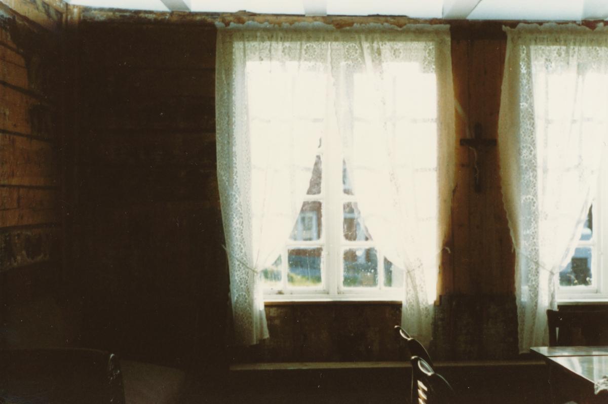 Dokumentasjonsbilder i serie av interiør på Herøy gard.