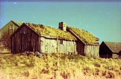 Ei gammal stove på Rasmusgarden på Uksnøya i Sandøy kommune.