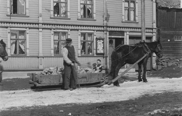 Malmkjører med hest og slede i Bergmannsgata på Røros (Foto/Photo)