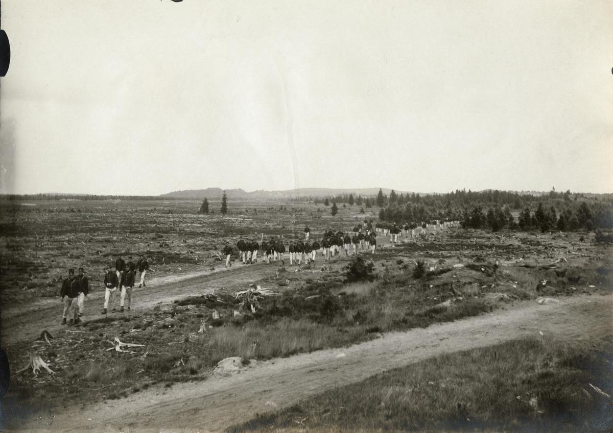 Kadetter vid Krigsskolan Karlberg på övning.