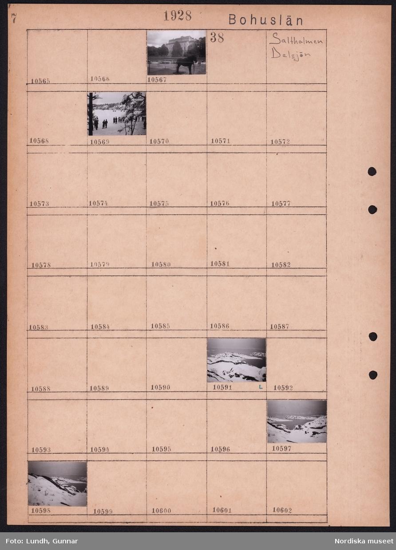 Motiv: Bohuslän, Stora teatern, Kanalen; Stadsvy med häst.  Motiv: Bohuslän, Saltholmen, Delsjön; Snötäckt landskap med människor som står och tittar på ryttare som rider förbi, snötäckta kobbar, snötäckta öar.