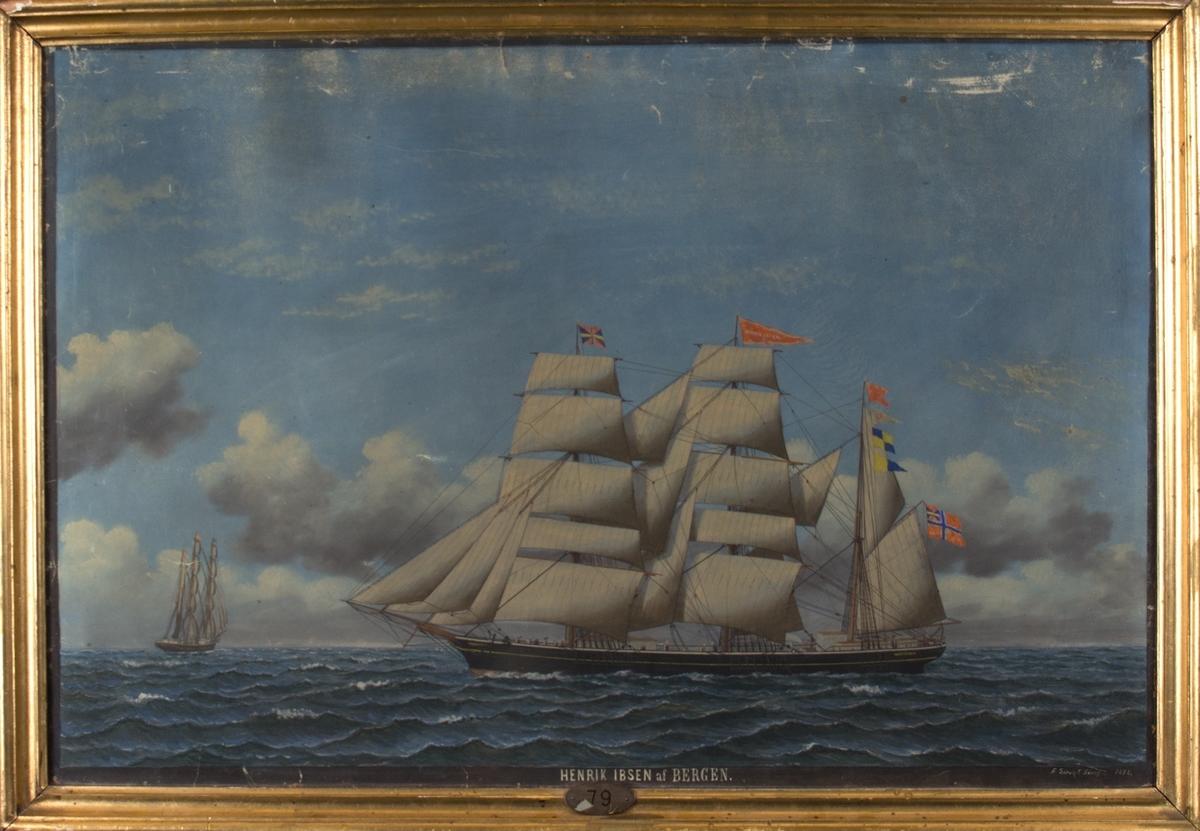 Skipsportrett av bark HENRIK IBSEN med full seilføring. Skipet sees fra siden og akten fra. Fører unionsflagg i mesanmasten, vimpel med skipets navn i stormasten.