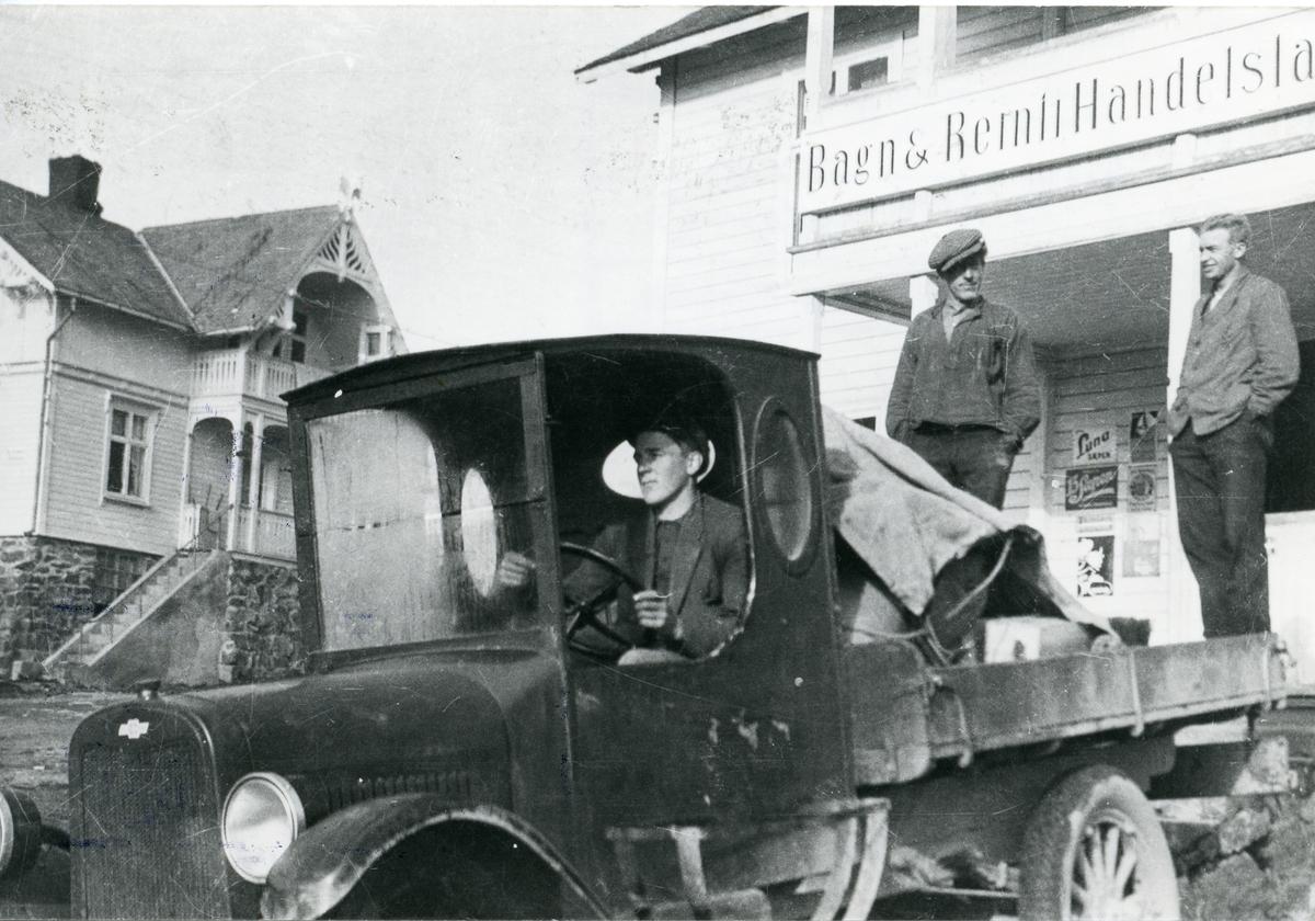 Oddvar Smedsrud, Helge Pedersen og Per O. Listrud.