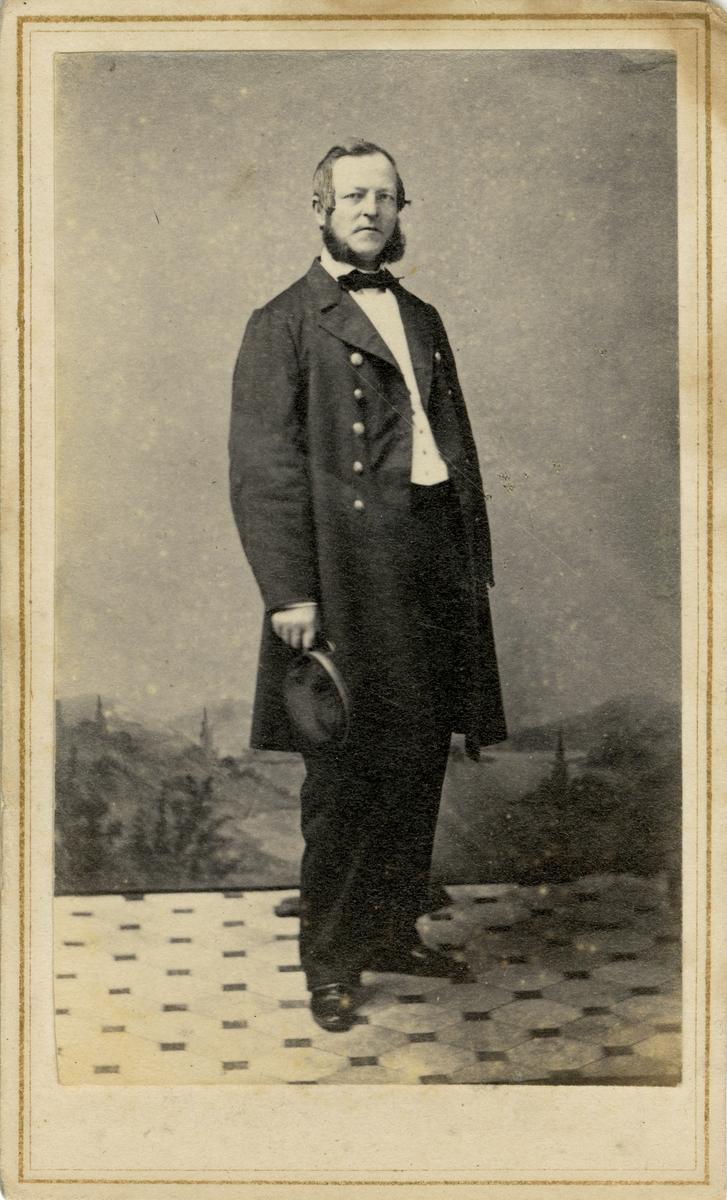 Porträtt av Frans August Månsson, officer vid Flottan.