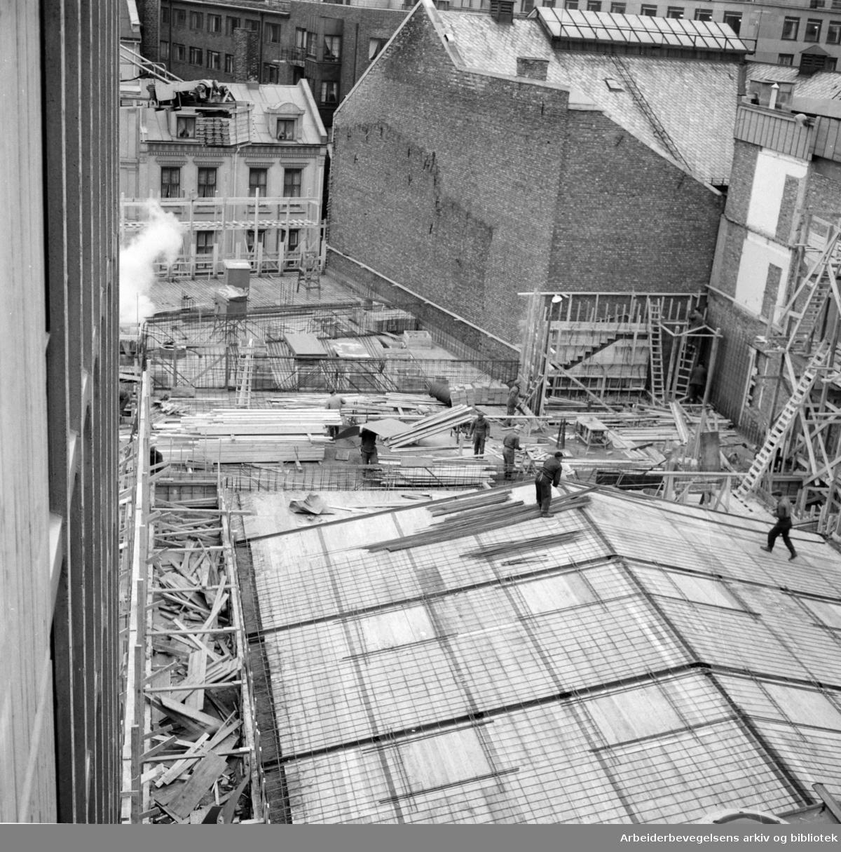 Folkets Hus: Byggearbeidet (del 2). Femte etasje er nådd, desember 1960