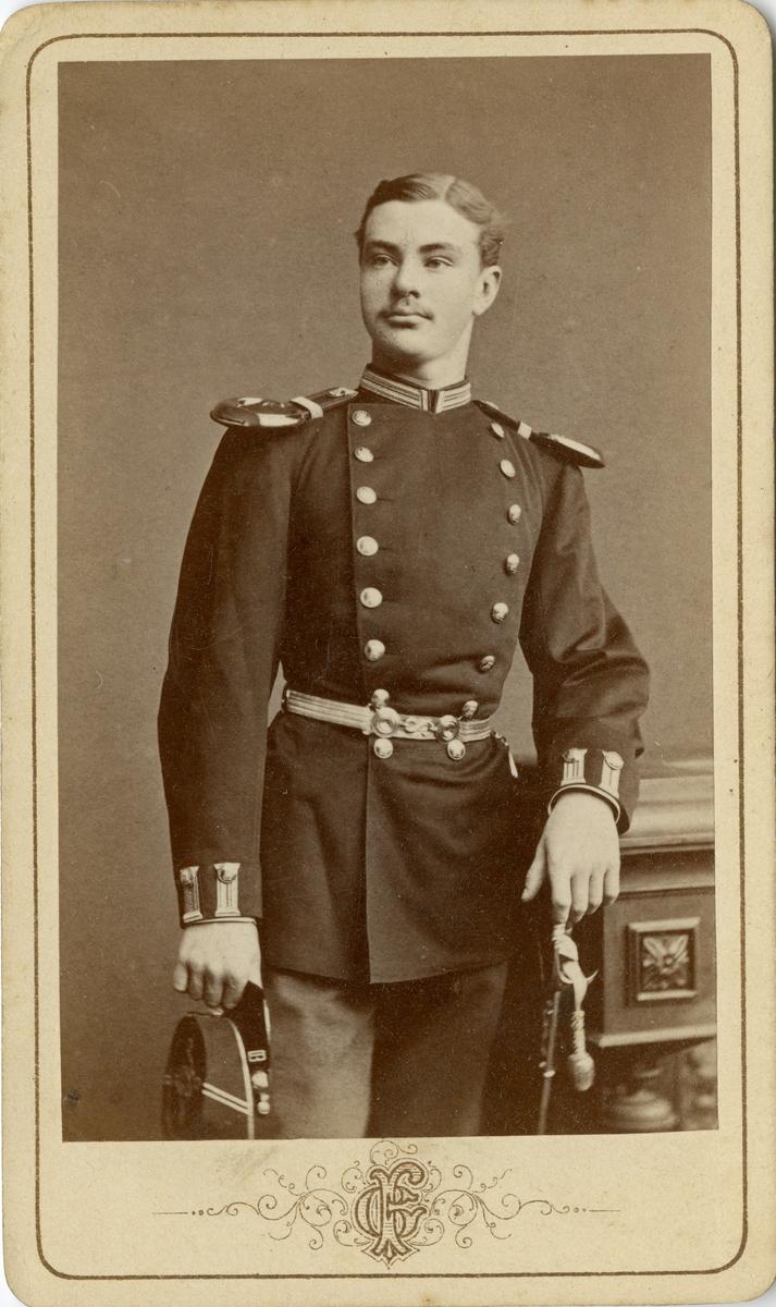 Porträtt av Carl Bror Skogman Munck af Fulkila, underlöjtnant vid Jönköpings regemente I 12.  Se även bild AMA.0002203, AMA.0008036 och AMA.0013857.
