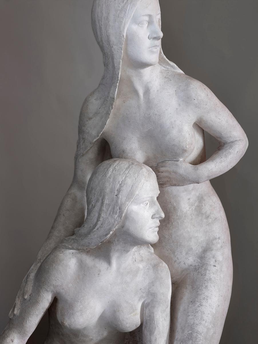 Tenkt som hovudgruppe i fonteneanlegg. Bygartnaren gjorde i 1920 framlegg om å få reist skulpturen på Valkyrie plass i Kristiania. Det førte ikkje fram. Dei to småjentene framfor Anders Svor Museum skulle stå på kvar si side av hovudgruppa .