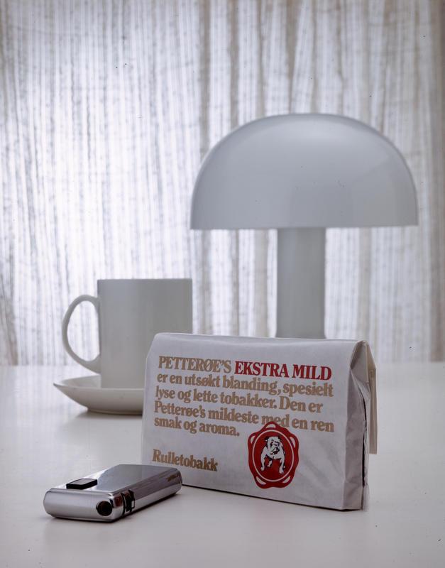 Reklamefoto av tobakk type Petterøes ekstra mild.