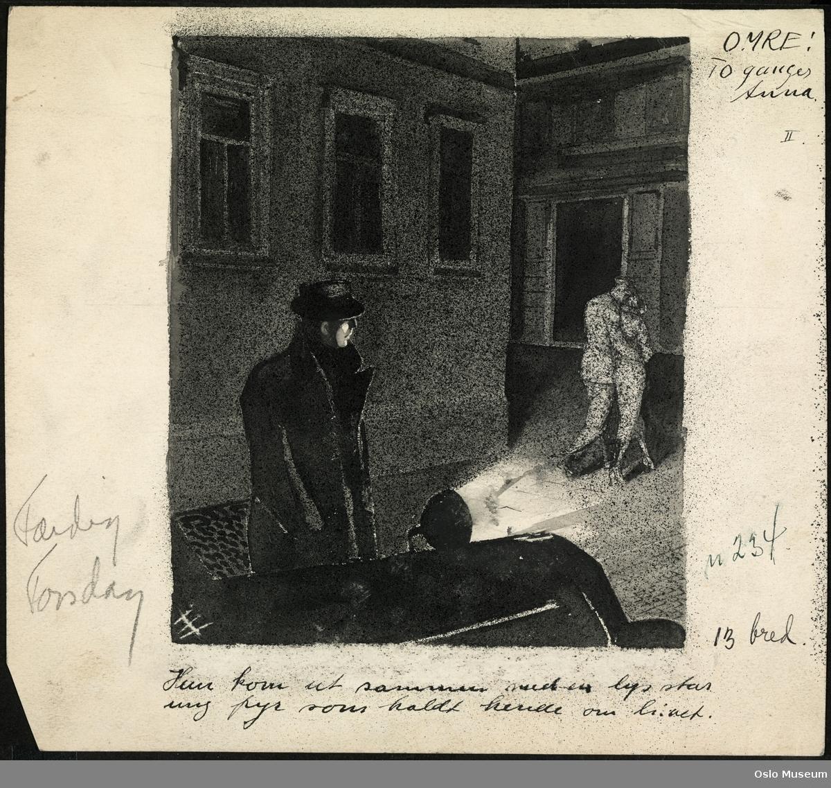 Mann med hatt ved bil betrakter et par som går fra han, natt, lyskjegle, husfasader
