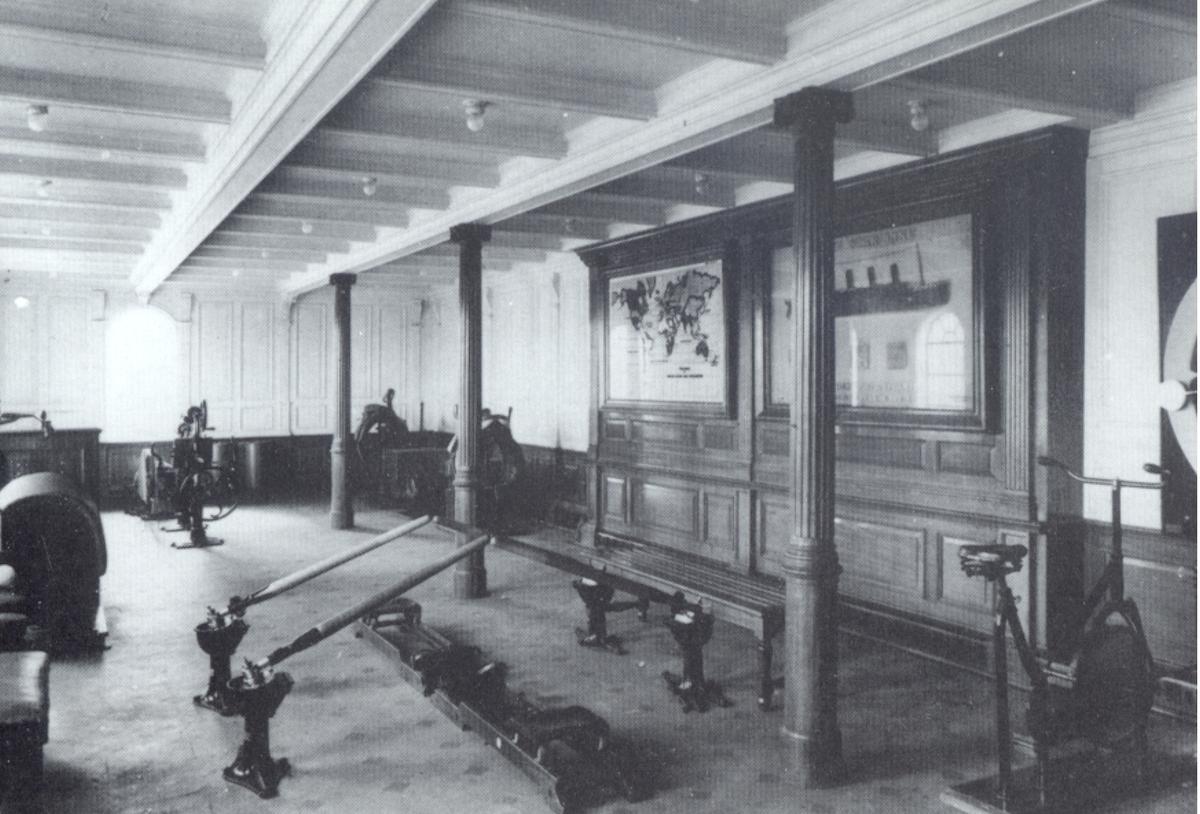 Titanic. Gymnastiksal för första klass resenärer. Den var utrustad med roddapparater, cyklar och sk mekaniska kameler av tyskt fabrikat.