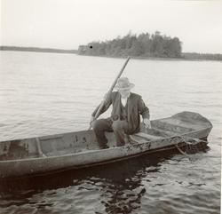 264.P.ae. Foto:J.Granlund 1936 Aborrnätet lägges ut.