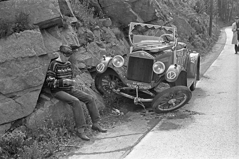 Ford modell T 1926-27. Russebil som har havnet i en grøft etter kollisjon i mai 1963.