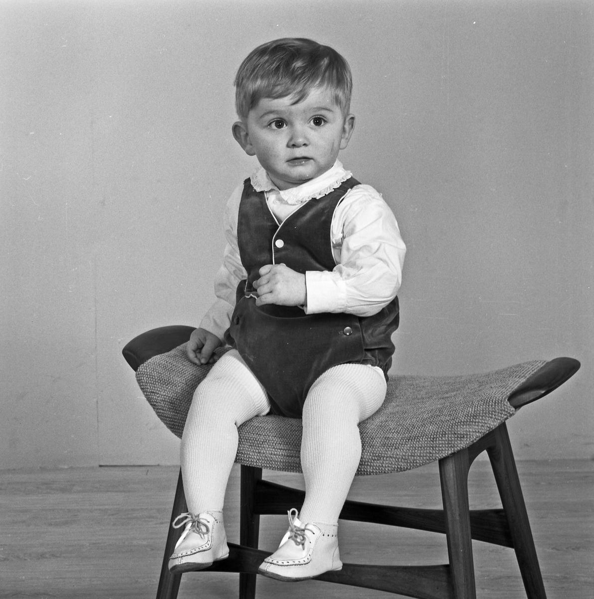 Portrett liten gutt - bestiller H. Danielsen