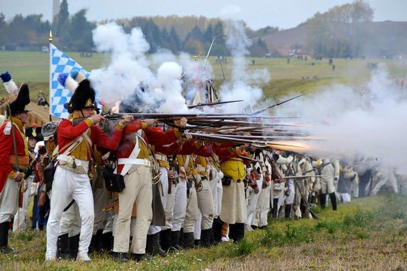 Militær drill, kanoner og leirliv anno 1808 på Linderud.