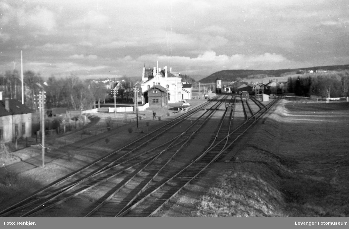 Jernbanestasjonen og Jernbanelinjene.