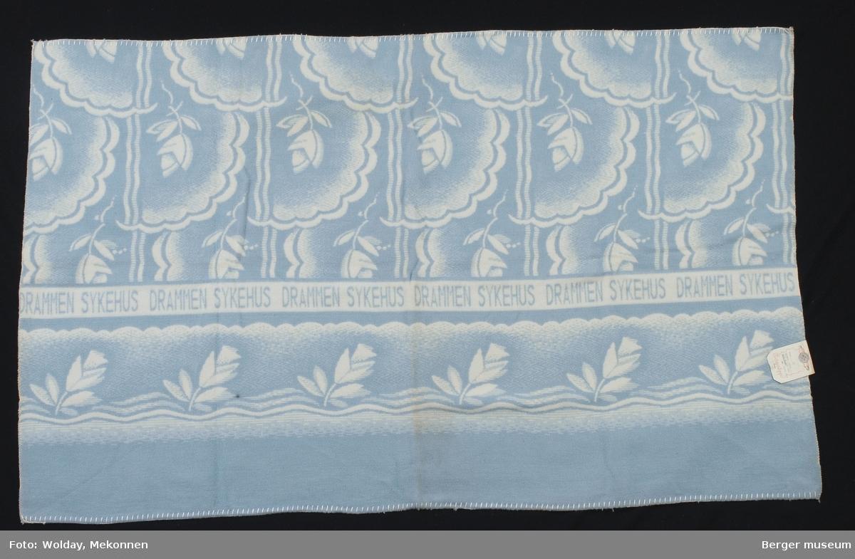 Bomullsteppe Drammen Sykehus. Mønster Kval: 82. Dess. 53 (blå).