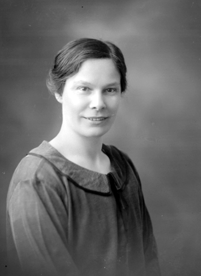 Bildtext: Lärarinnan Anna Torstensson. Hennan? (Henån ?) 1926