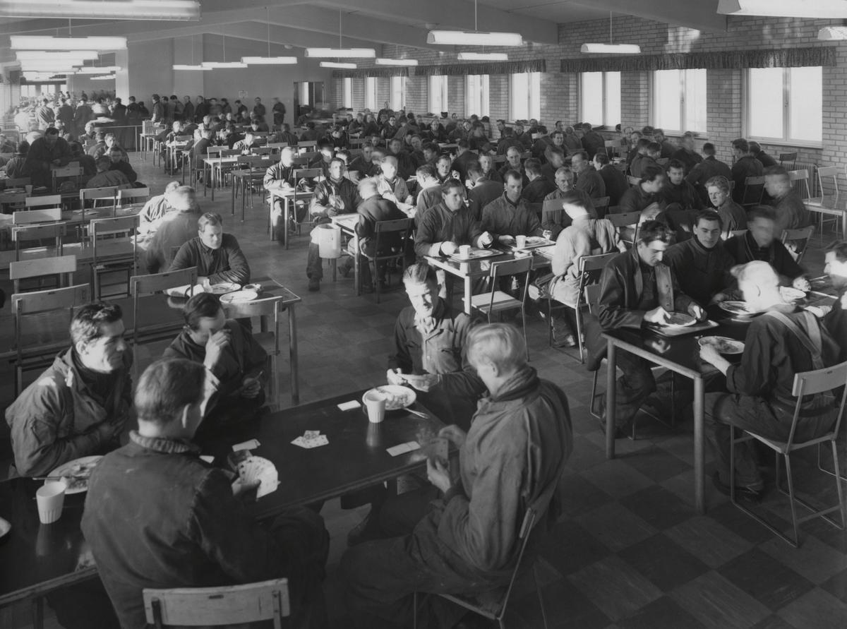 Matsal för varvsarbetarna på Kockums varv. Plåtslageriet, andra våningen över Gamla Hall