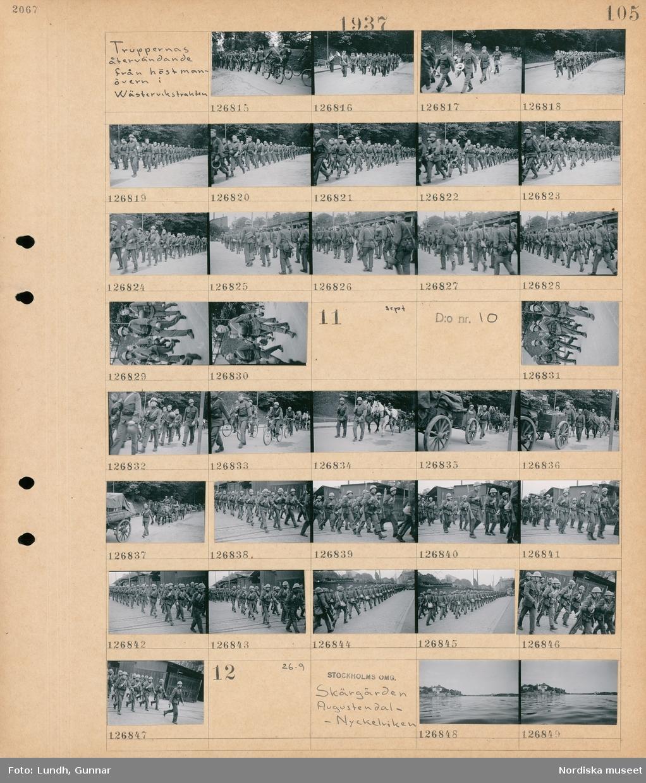 Motiv: Truppernas återvändande från höstmanövern i Wästervikstrakten; Män i uniform som marscherar på en gata.  Motiv: Truppernas återvändande från höstmanövern i Wästervikstrakten; Män i uniform som marscherar på en gata, män i uniform som cyklar.  Motiv: Stockholms omg. , Skärgården, Augustendal -Nyckelviken; Landskapsvy med vatten och bebyggelse.