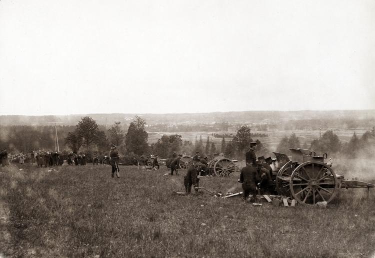 Västgöta regemente, I6.F.d. infanteriregemente. Regementets ursprung var det västgötska rytteri, uppsatt vid mitten av 1500-talet, som från 1628 utgjorde Västgöta kavalleriregemente. Detta omorganiserades 1811 till infanteri med namnet Västgöta Regemenete, vilket 1745 vapenövades Vänersborg, men drogs in 1927.