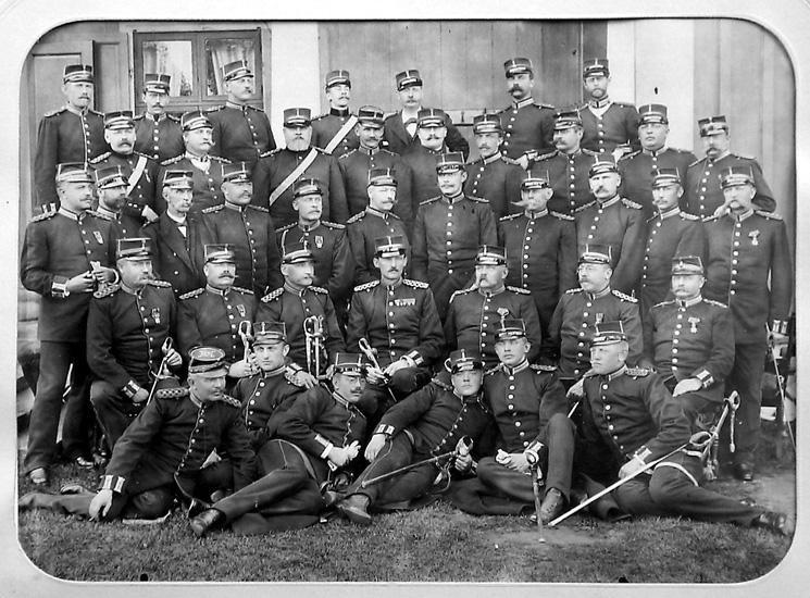 Västgöta regemente, I6, f.d. infanteriregemente. Regementets ursprung var det västgötska rytteri, uppsatt vid mitten av 1500-talet, som från 1628 utgjorde Västgöta kavalleriregemente. Detta omorganiserades 1811 till infanteri med namnet V. Regementet vapenövades från 1745 på Axevalla hed och flyttades 1916 till Vänersborg. Det drogs in 1927.http://www.ne.se/jsp/search/article.jsp?i_art_id=347639