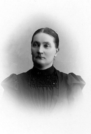 Anna Schröder drev fotoateljé på Slaggatan 13 i Falun. Firman etablerades 1894. Filialer i Storvik och Dala-Husby.