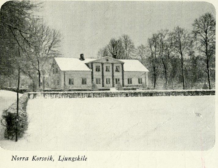 """Enligt Bengt Lundins noteringar: """"Norra Korsvik, Ljungskile. Mangårdsbyggnad i vinterskrud""""."""