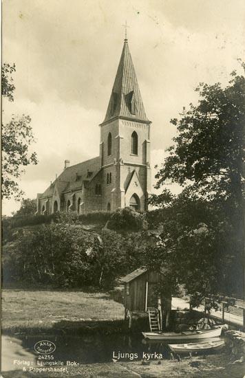 """Enligt Bengt Lundins noteringar: """"Ljungs kyrka med båt och båthus""""."""