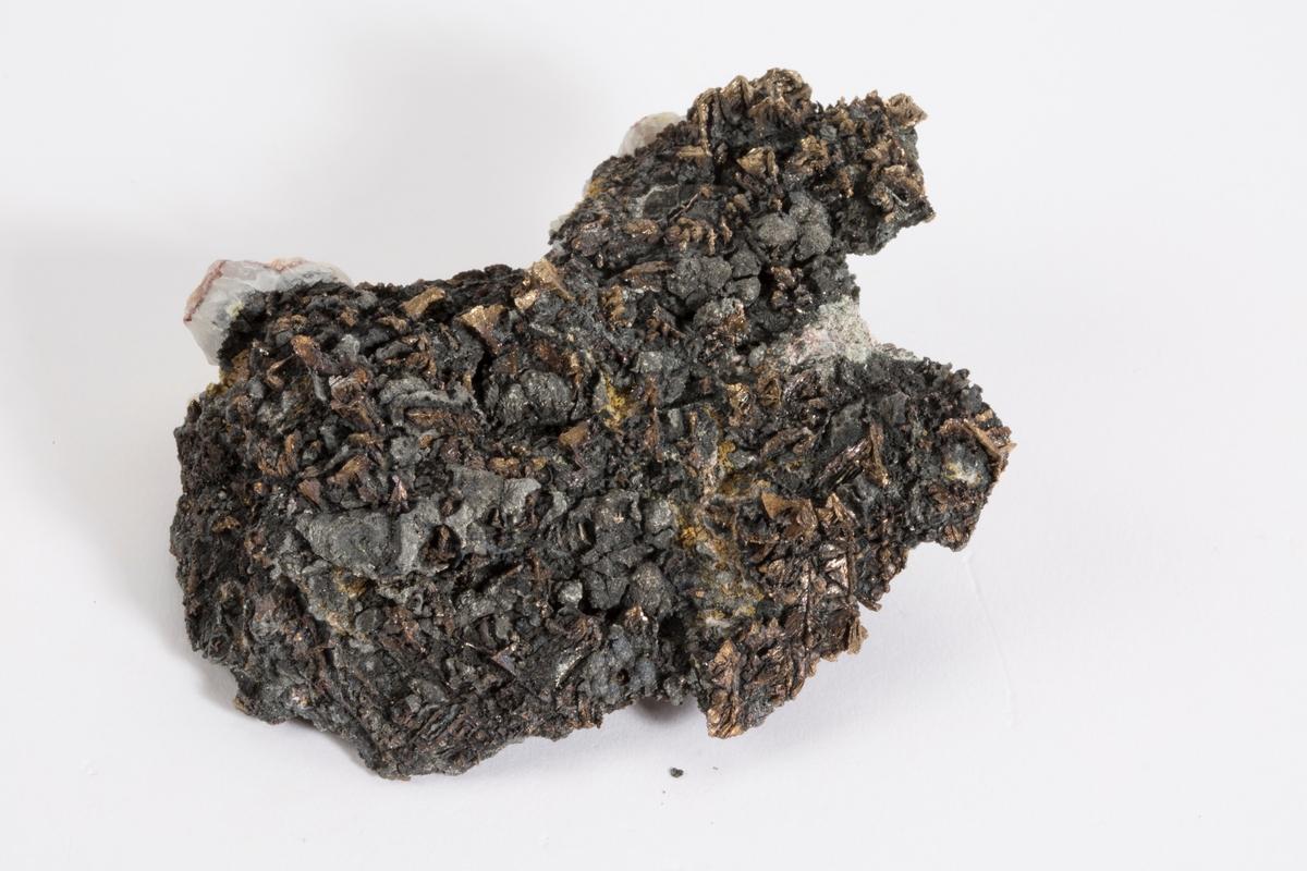 Vismuth xls, løllingitt, kvarts, karbonat. Sjakt 207, Schlema, Sachsen.