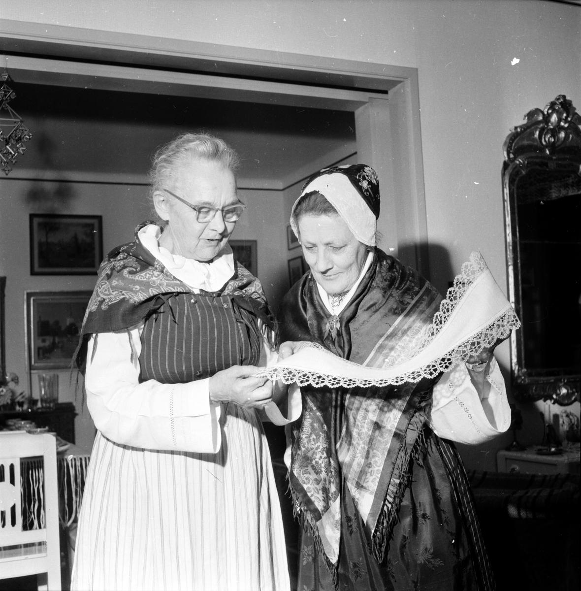 Bollnäsdräkten, Uppvaktning hos Sigfrid o Stina Ekman, 16 November 1960, Inf. 1 December 1960
