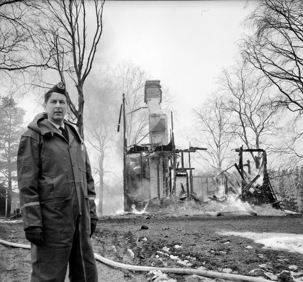 """Lottefors, """"Villan""""brinner, April 1969                                                  Lottefors, """"Villan"""" brinner, April 1969"""