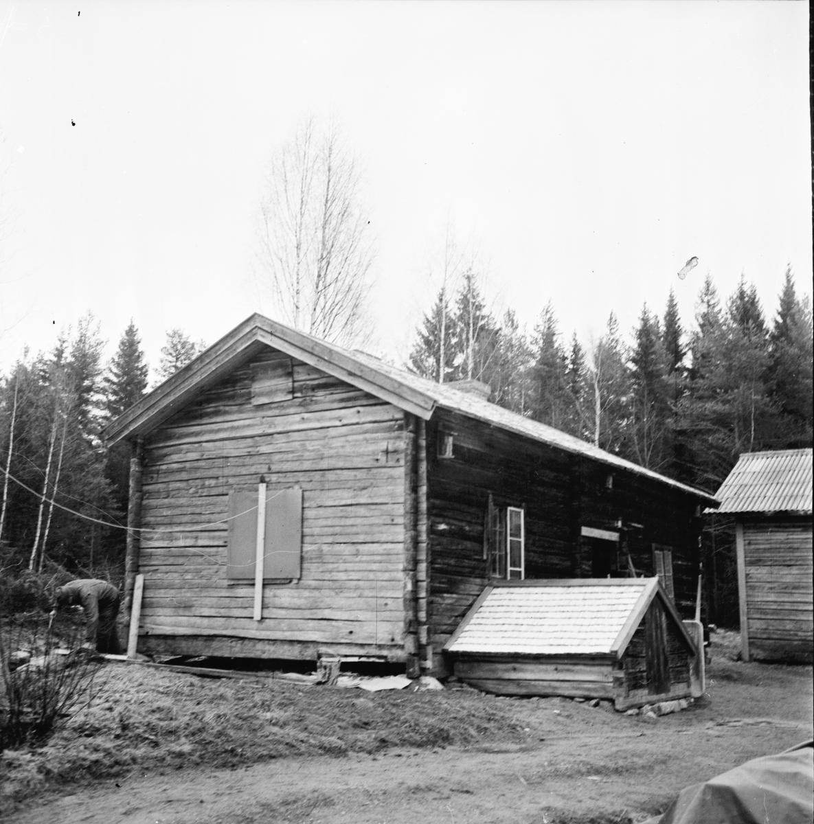 Dalsjön, Gamla gården renoveras, kakelugn Jan 1973