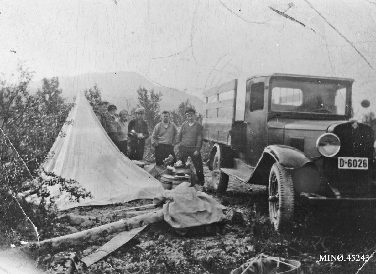 Lastebilen til Ottar Østlund. På telttur