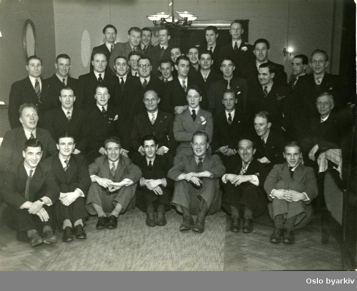 Gruppebilde fra klubbaften i Idrettens Hus i 1937.