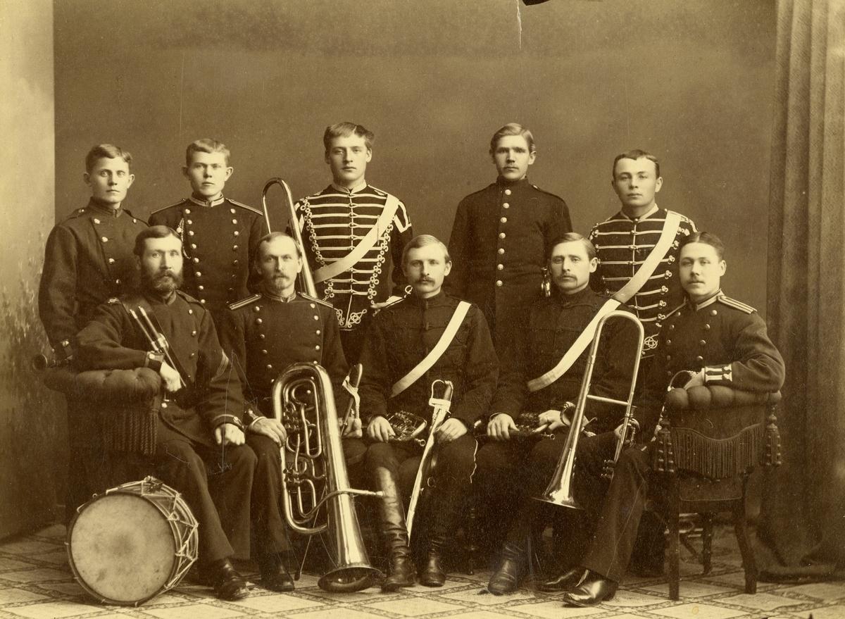 Grupporträtt av musiker vid Livregementets husarer K 3.