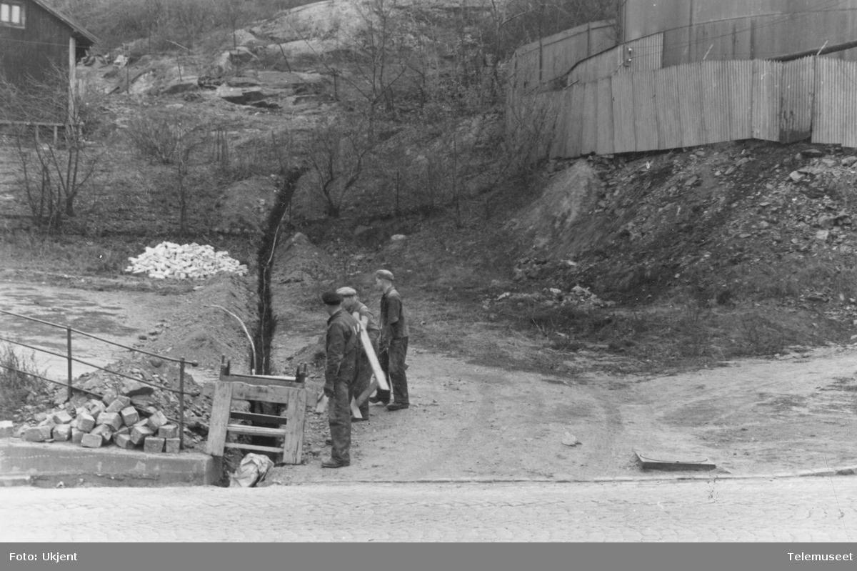Legging av 100 pars 0,8 kabel fra Ljabruveien ved nr 92 opp fjellet til Sjømannsskolen.