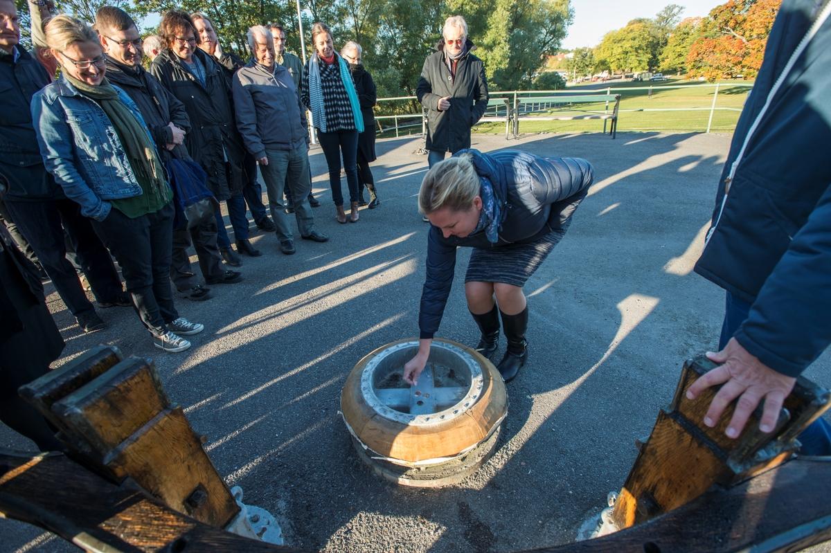 Gladans mast vid Sjöhistoriska plockas ner, renoveras och sätts upp.