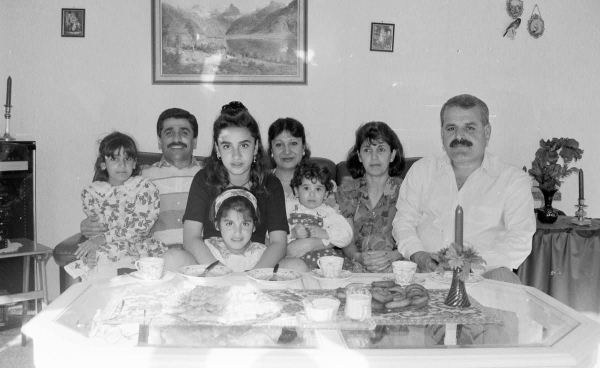Gruppebilde av familiene Jamil og Hamid.