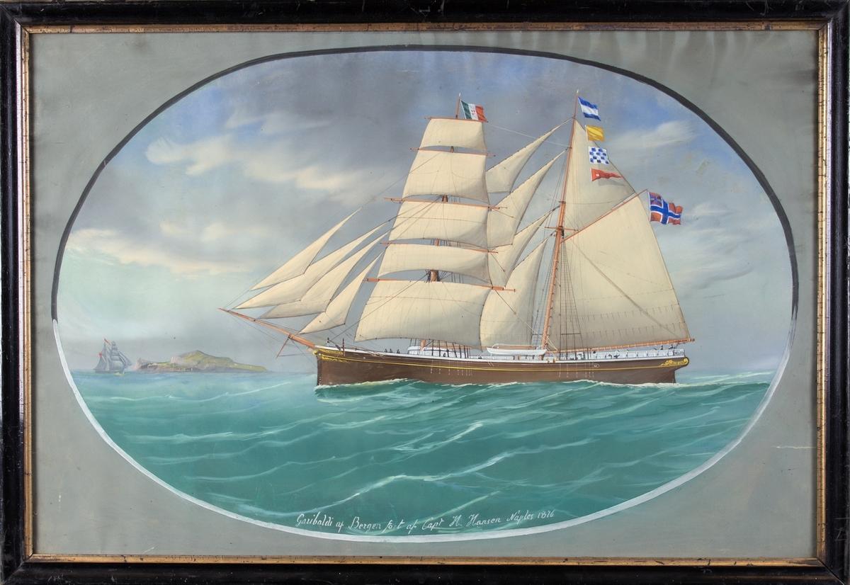 Skipsportrett av skonnertbrigg GARIBALDI på åpent hav. Italiensk flagg på fortoppen, signalflagg i mesanmasten og norsk flagg med unionsmerket i mesanmasten. Til venstre i motiv et seilskip og en øy.