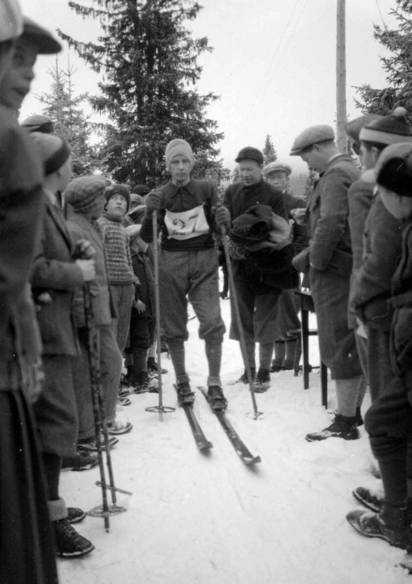 Hovedlandsrennet 1927. Gamle Lysgårdsbakken. Fra langrennet. Skiløper.