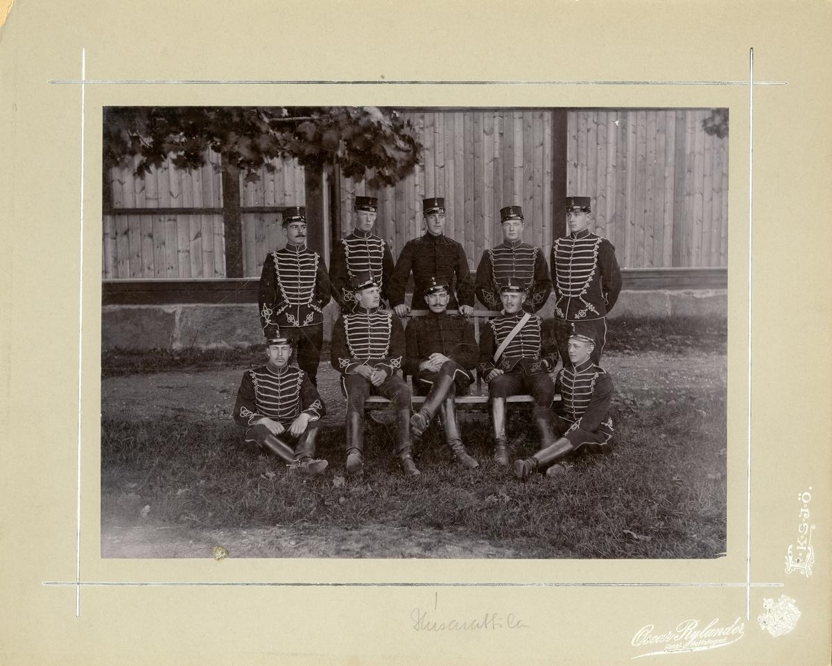 Grupporträtt av soldater vid Smålands husarregemente K 4.