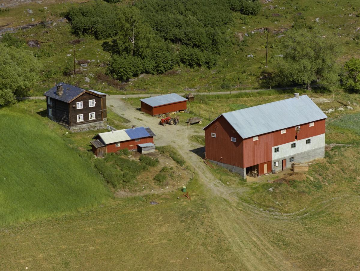 Sør-Fron, Hundorp, Nordre Øverbygda. Gården Ommundgaard i Kvarvvegen 14, nevnt som Amundgård på bildet.