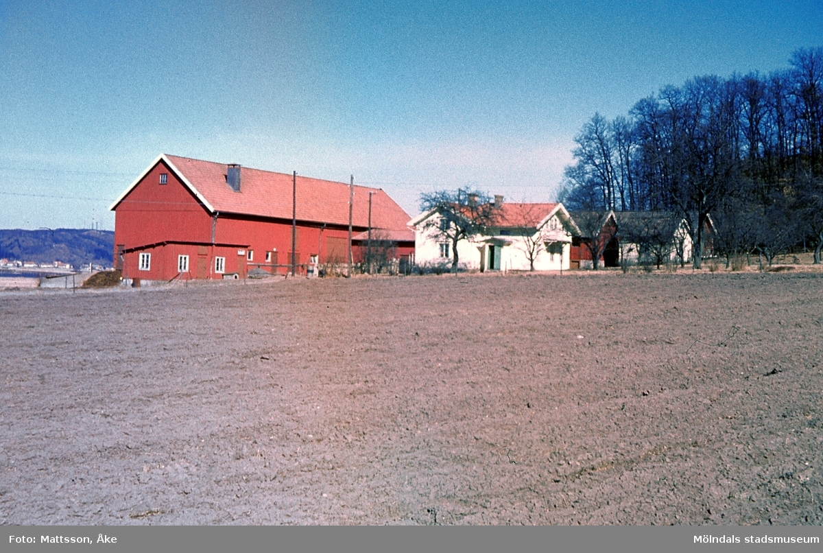 Bebyggelse på gården Bunketorp i Kärra, Mölndal, år 1965.
