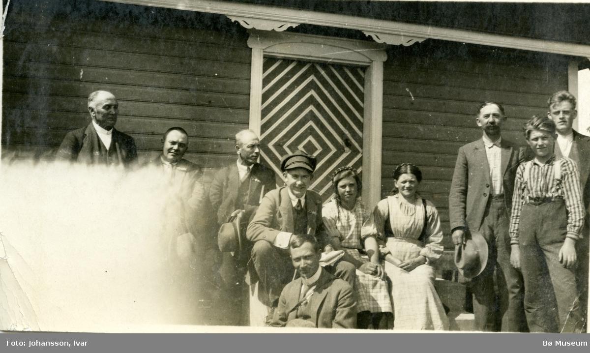 Personar på stolbutrappe på Suigard Askildt